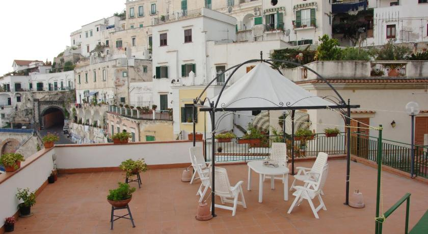 Four-Bedroom Apartment with Terrace (9 Adults) Casa Chiara