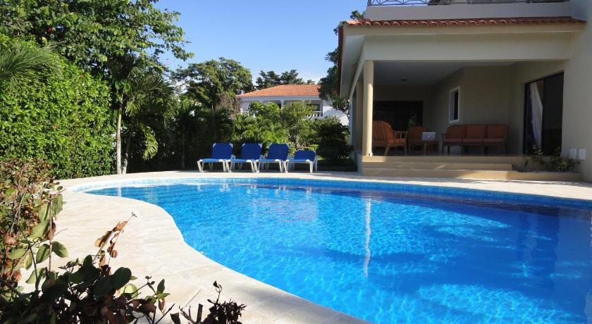 Swimming pool Villas Amandine