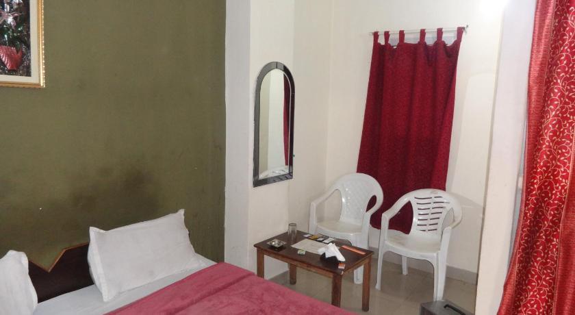 Hotel Rainbow E-552, Mata Chowk, Main Vasant Kunj Road, Opposite Maruti Apra Showroom, Mahipalpur New Delhi