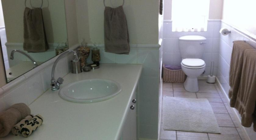 Standard Double Room - Bathroom Blouberg Place