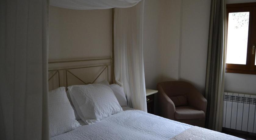 hoteles con encanto en ráfales  28