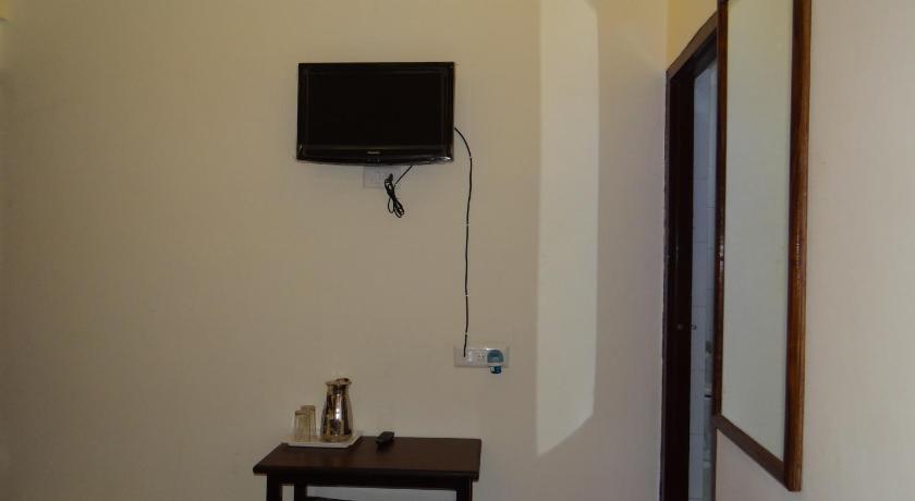 Hotel Dine 11 5,Picholi,Arya Samaj Mandir Street,Lake Palace Road, Udaipur