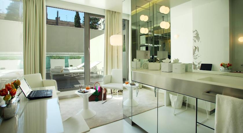 The Mirror Barcelona 4