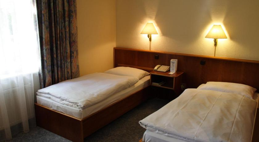 Single Room - Bed Hotel National