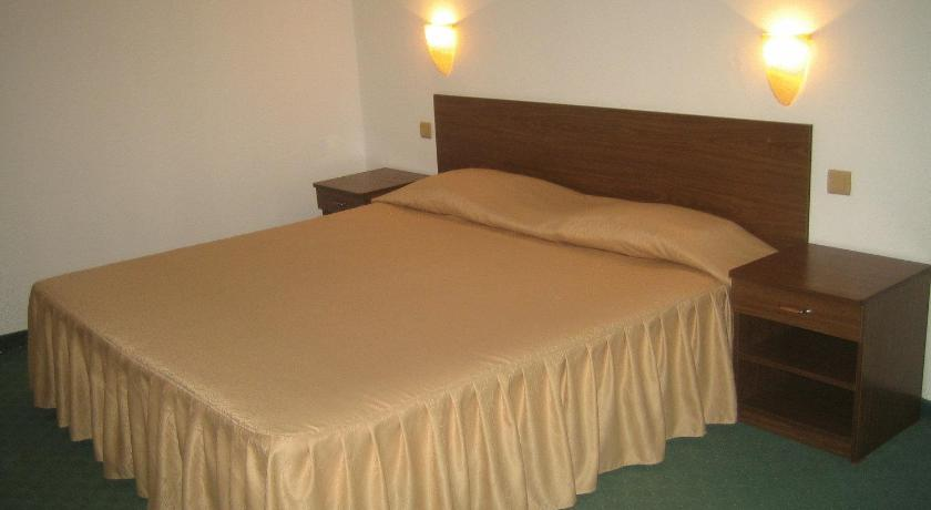 Double Room - Bed Hotel Rino