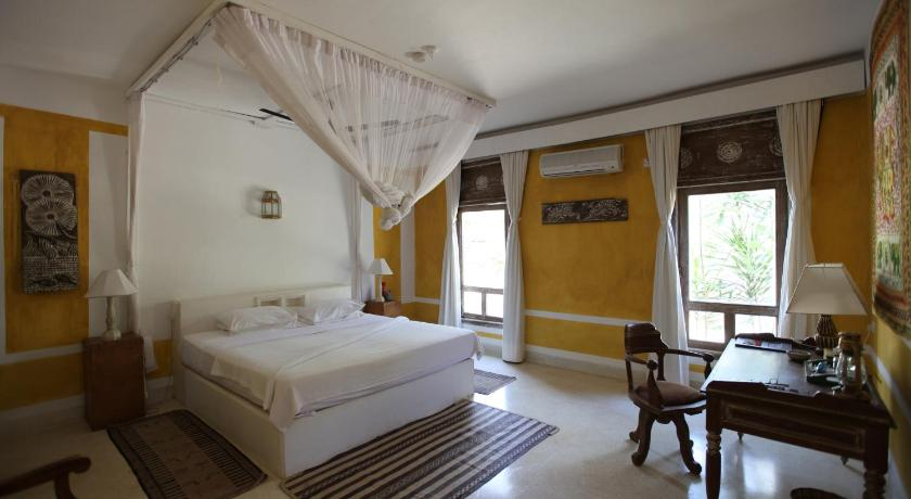 Superior Double or Twin Room with Garden View - Guestroom The Majlis Resort