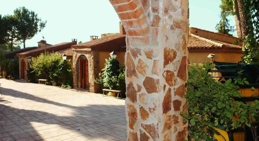 More about Apartamentos La Villa Don Quijote
