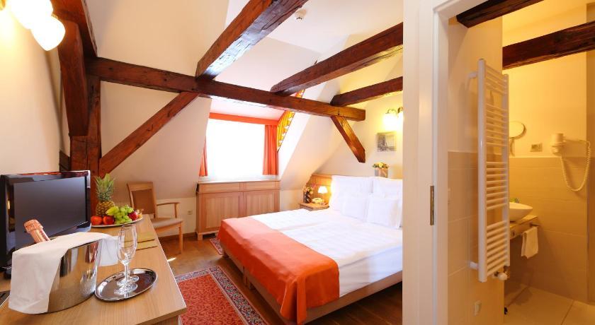 Hotel Historia & Historante Toborzo u. 11-13 Veszprém