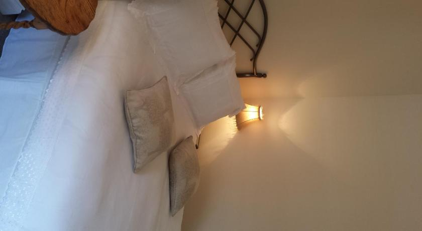 Double Room with Private Shower Stoneleigh House