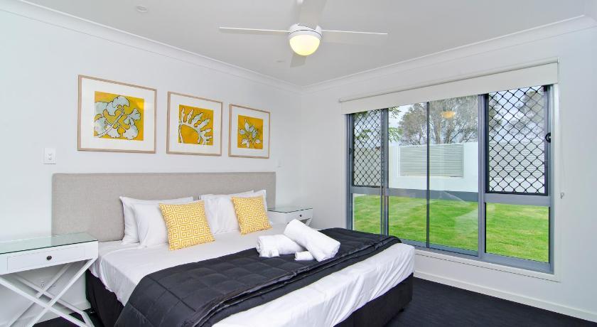 Sentosa on Tugun - Beachfront 5 Bedroom Golden Four Drive, Tugan Gold Coast