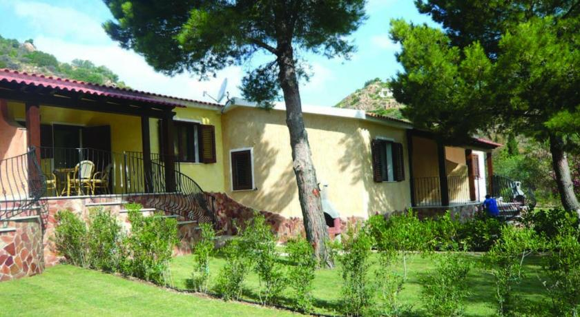 Bungalow (4 Adults) Luisella 4 Villetta Luisella