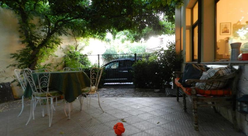 شرفة/ تراس House With Secret Garden In Pula