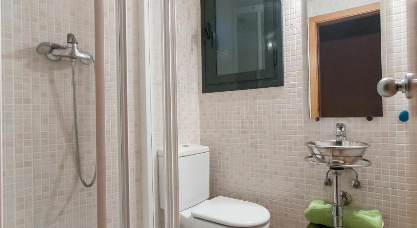 Two-Bedroom Apartment - Bathroom Bbarcelona Apartments Sagrada Familia Executive Flats