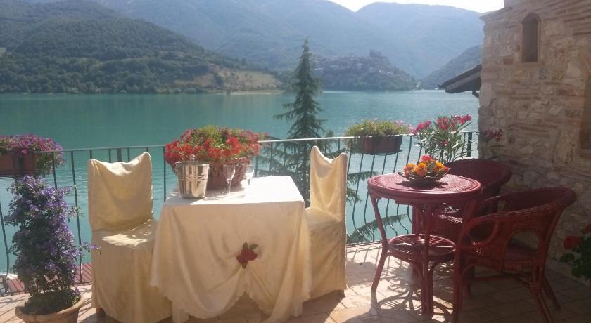 B b la casetta sul lago prenota online bed breakfast for Casetta sul lago