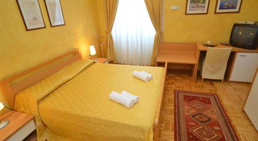 Apartments Villa Rossella 2 Obala Vladimira Nazora 3 Rovinj