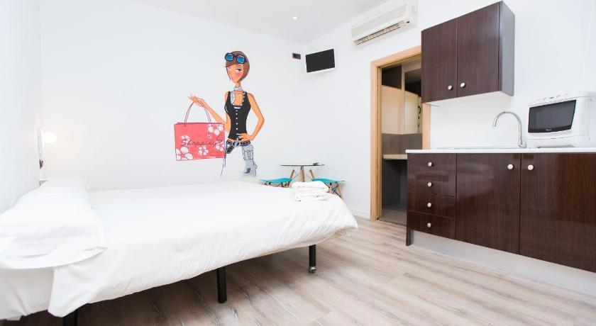 AinB Las Ramblas-Colon Apartments - Barcelona