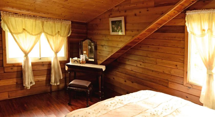 Emei Canadian Wood House Homestay Bed and Breakfast | Taiwan Budget Hotels