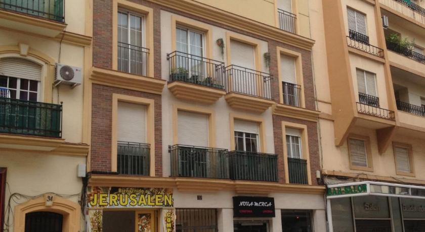Entrance Apartamentos Pinar Málaga Ciudad