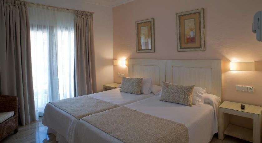 hoteles con encanto en cádiz  245