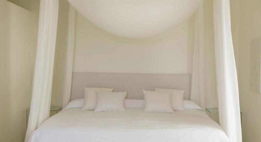 hoteles con encanto en son servera  11