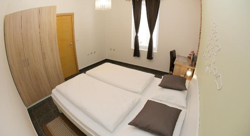 City Apartments Rooms anita city apartments and rooms | book online | bed & breakfast europe