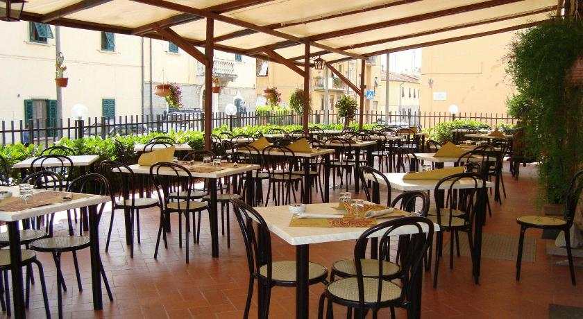 mulino online dating Survey: the horrors of dating in las vegas  il mulino at forum shops for patio drinks and running in and out if the shops afterward  i met a guy online,.