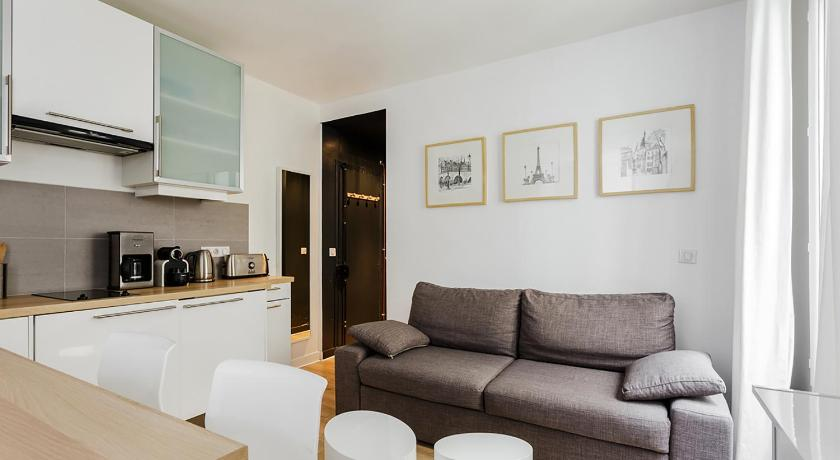 Studio (4 Adults) - Separate living room Squarebreak - Montmartre Apartment