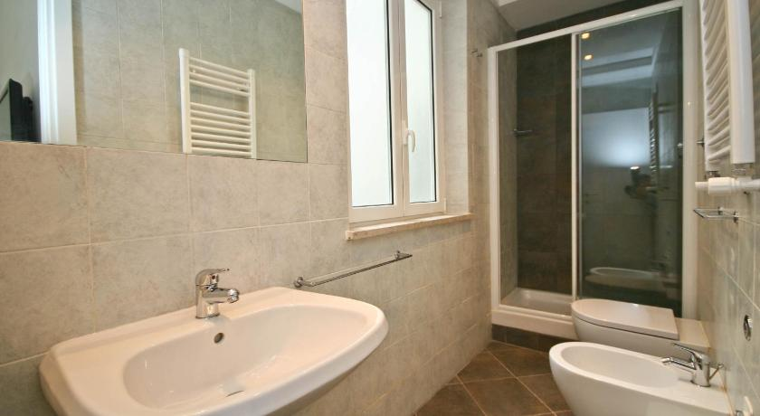 Bathroom San Cosimato Apartment