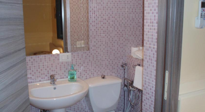 Single Room with Private Bathroom B&B Villa Hortensia