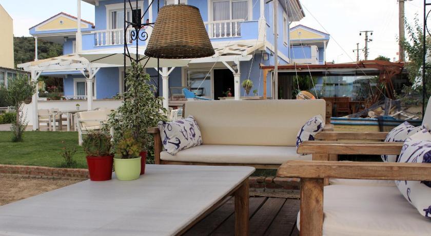 Cundavilla Hotel 15 Eylül Cad. 12. Sokak No.8 Alibey Adasi Ayvalık
