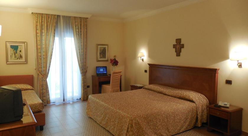 Best Price on Hotel Ristorante Le Terrazze Sul Gargano in San ...