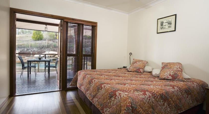 The Summit Bed & Breakfast 24 Twelfth Avenue Atherton