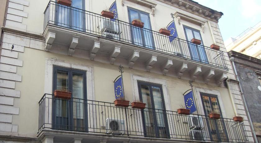 Four Rooms Via Monserrato 9 Catania