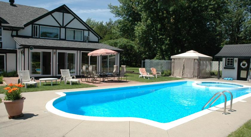 Swimming pool The Bourget Inn & Spa