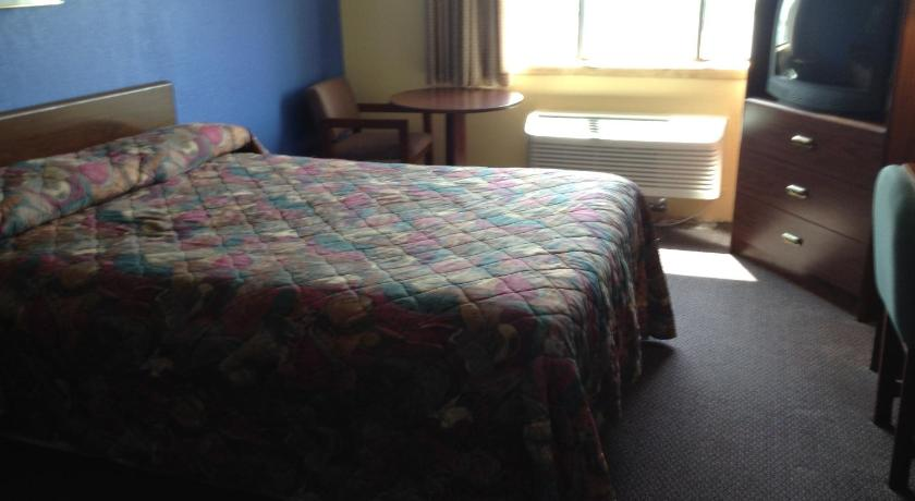 Americas Best Value Inn Clear Lake - Clear Lake, IA 50428