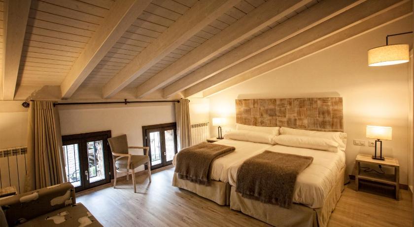 hoteles con encanto en valgañón  1