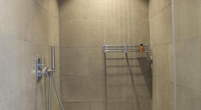 Shower LF Home