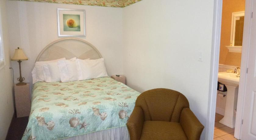 Queen Room - Guestroom Falmouth Heights Motor Lodge
