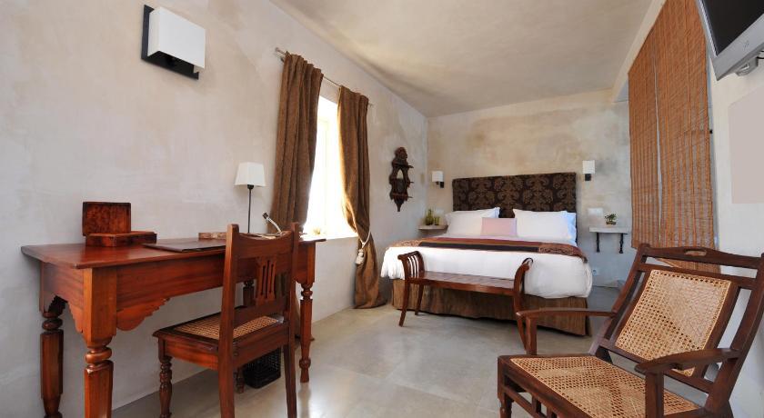 hoteles con encanto en cádiz  351