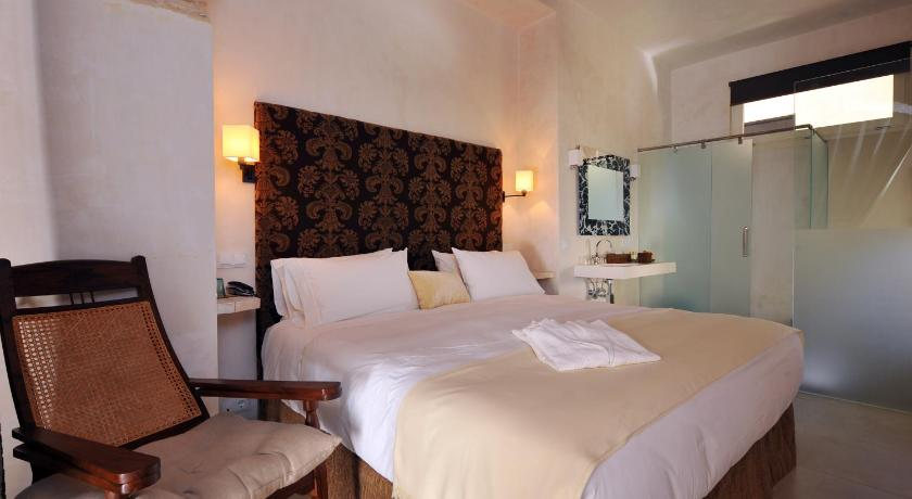 hoteles con encanto en cádiz  359