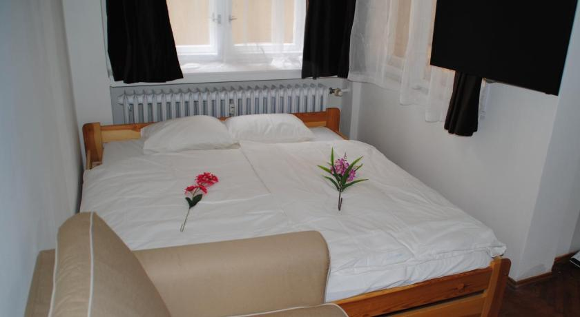 Happy Guest National Theatre Apartment