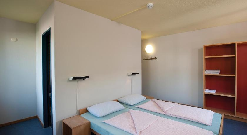 Double Room with Shower - Guestroom Zurich Youth Hostel