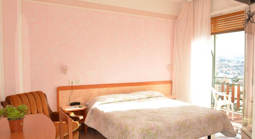 Double or Twin Room with Balcony Hotel Pineta