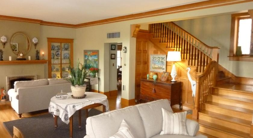 Лоби Catalina Park Inn Bed and Breakfast