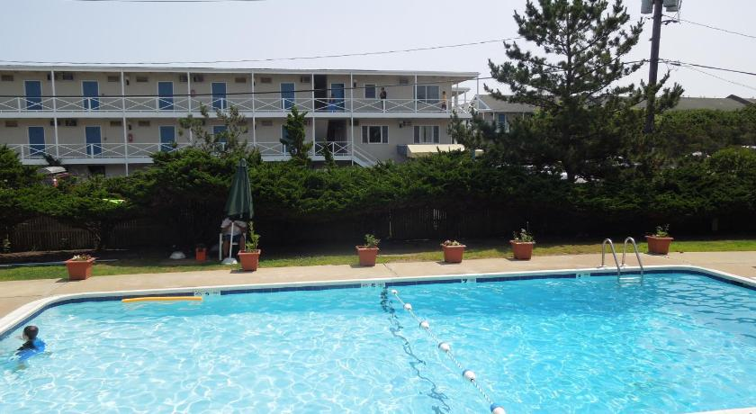 Best price on royal atlantic beach resort in montauk ny reviews for Ecr beach resorts with swimming pool prices