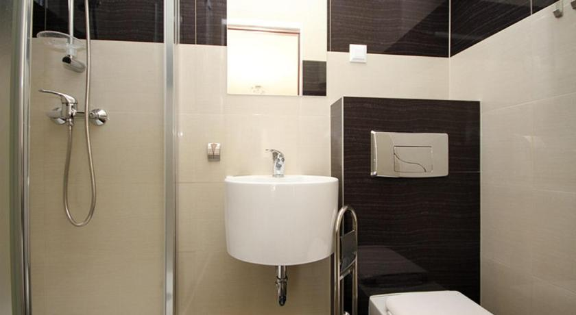 Budget Double Room - Bathroom DASK Holiday