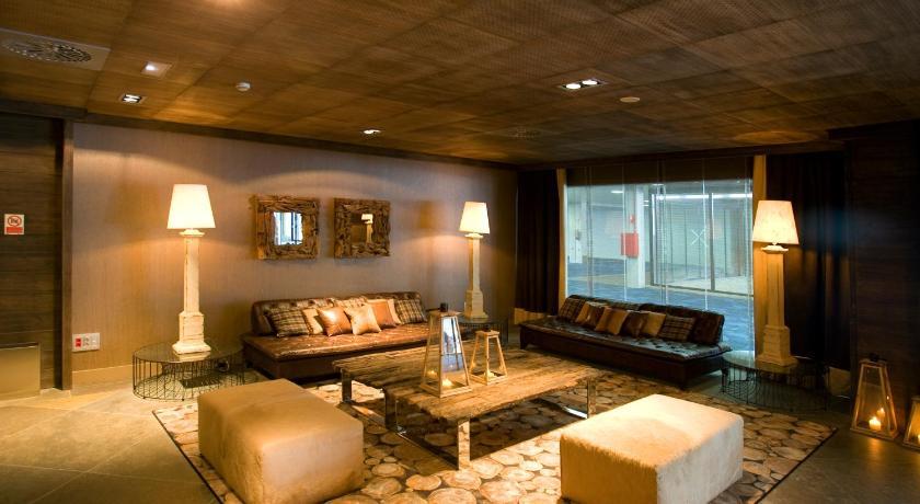 Hotel Val De Neu-10644281