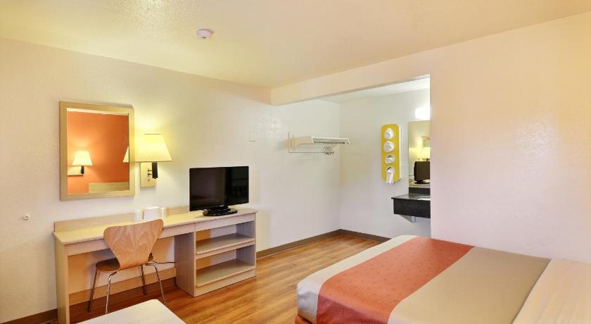 Deluxe Double Room Facilities Motel 6 Brattleboro