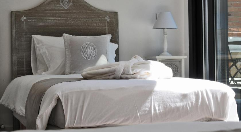 bordeaux hotel des 4 soeurs in france europe. Black Bedroom Furniture Sets. Home Design Ideas