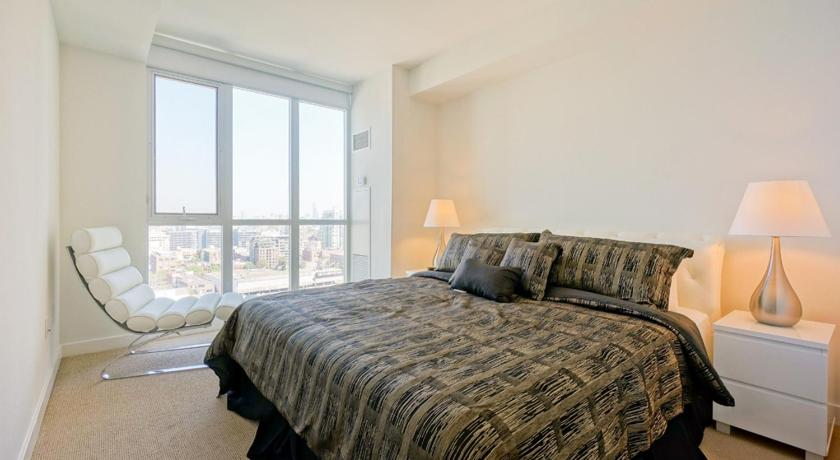 Hydewest - Capreol Luxury Furnished Penthouse Apartment